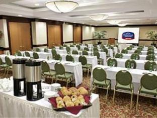 Fairfield Inn & Suites by Marriott Toronto Airport Toronto (ON) - Meeting Room
