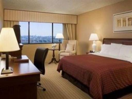 Doubletree by Hilton Newark Airport Hotel hotel accepts paypal in Newark (NJ)