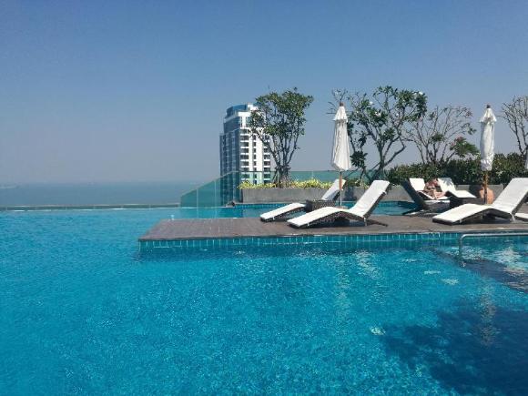 Wong Amat Tower-65 SQM 1 BR Suite