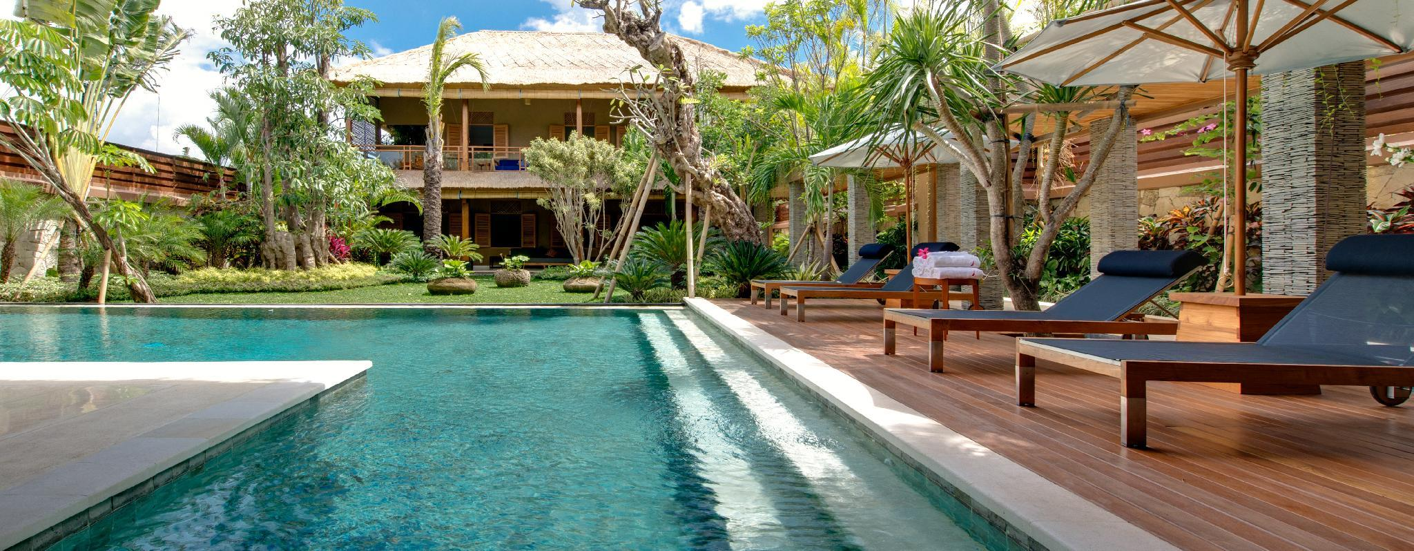 Family retreat 10 BR villa by the beach
