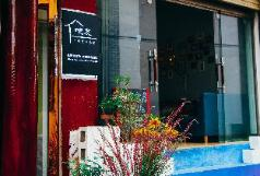 One  Youth Hostel  Of  Lijiang Bar , Ganzi