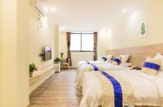 Deluxe three-bed room-Free shuttle & breafast, Guangzhou
