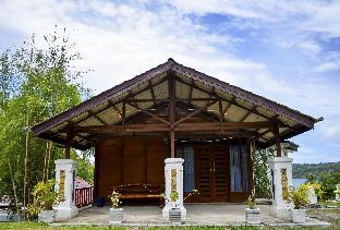 The Hawk's Nest Resort Bungalow With Sea View
