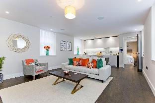 Luxury Mews 2 bed Flat with AC & Concierge