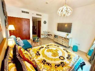 Downtown Dubai Luxurious Studio with Sofa Bed - image 4