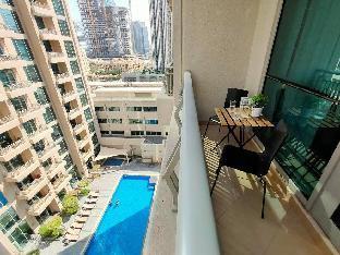 Downtown Dubai Luxurious Studio with Sofa Bed - image 5