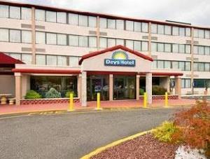 Days Hotel & Conference Center East Brunswick