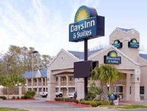 Days Inn & Suites Nacogdoches