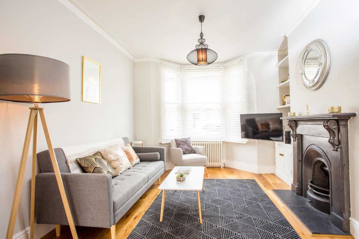 The Romsey Lofthouse   Charming And Bright 3BDR Home