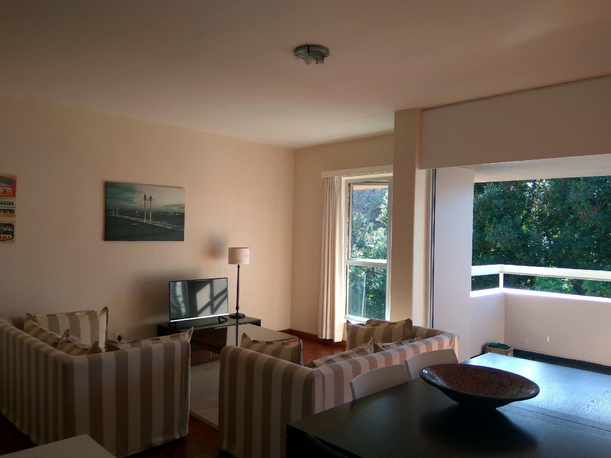 Sunny 2 Bedroom Apartment In Rondebosch