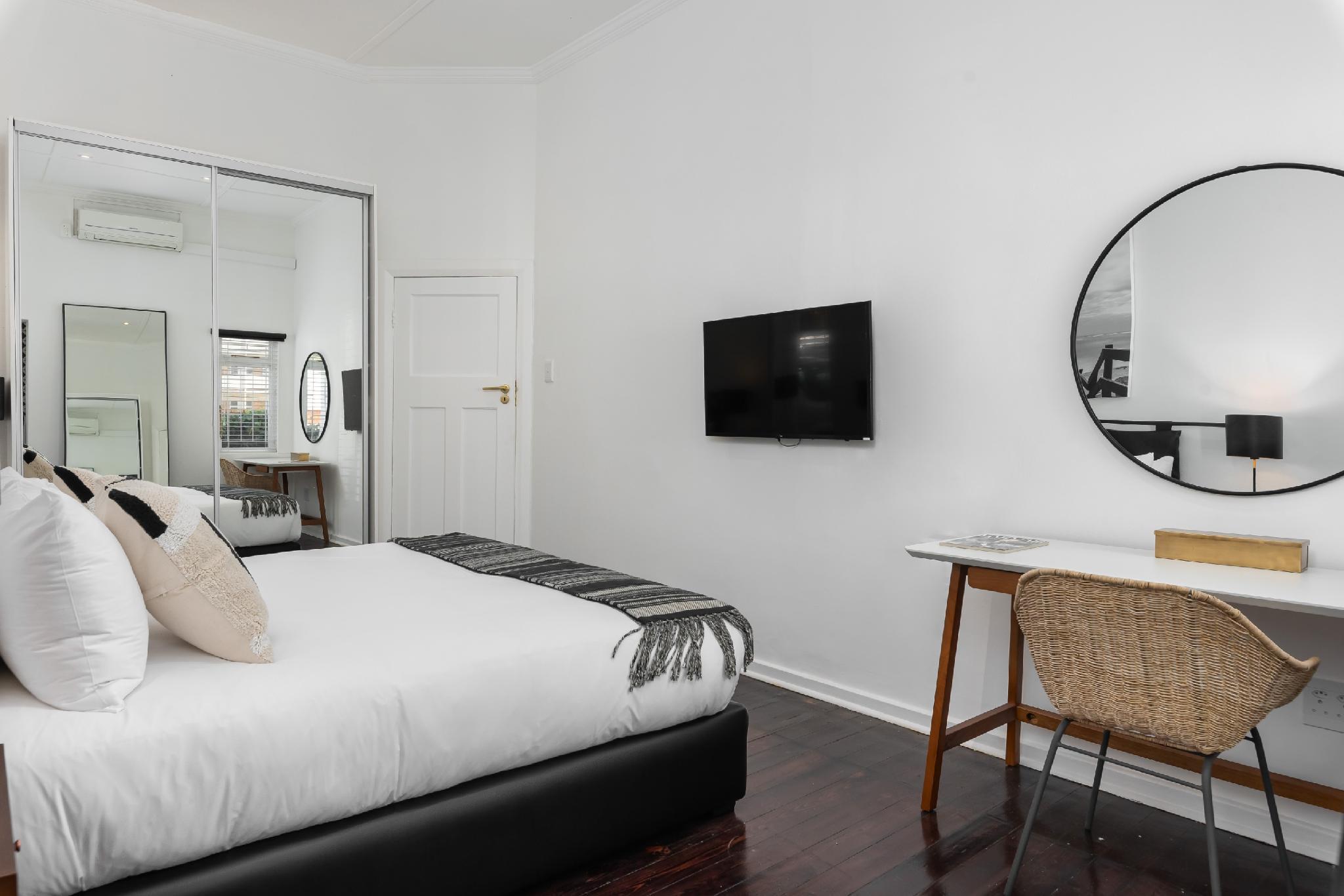 Casa Outlaws Upper Apartment  Luxury 3 BR W  Views
