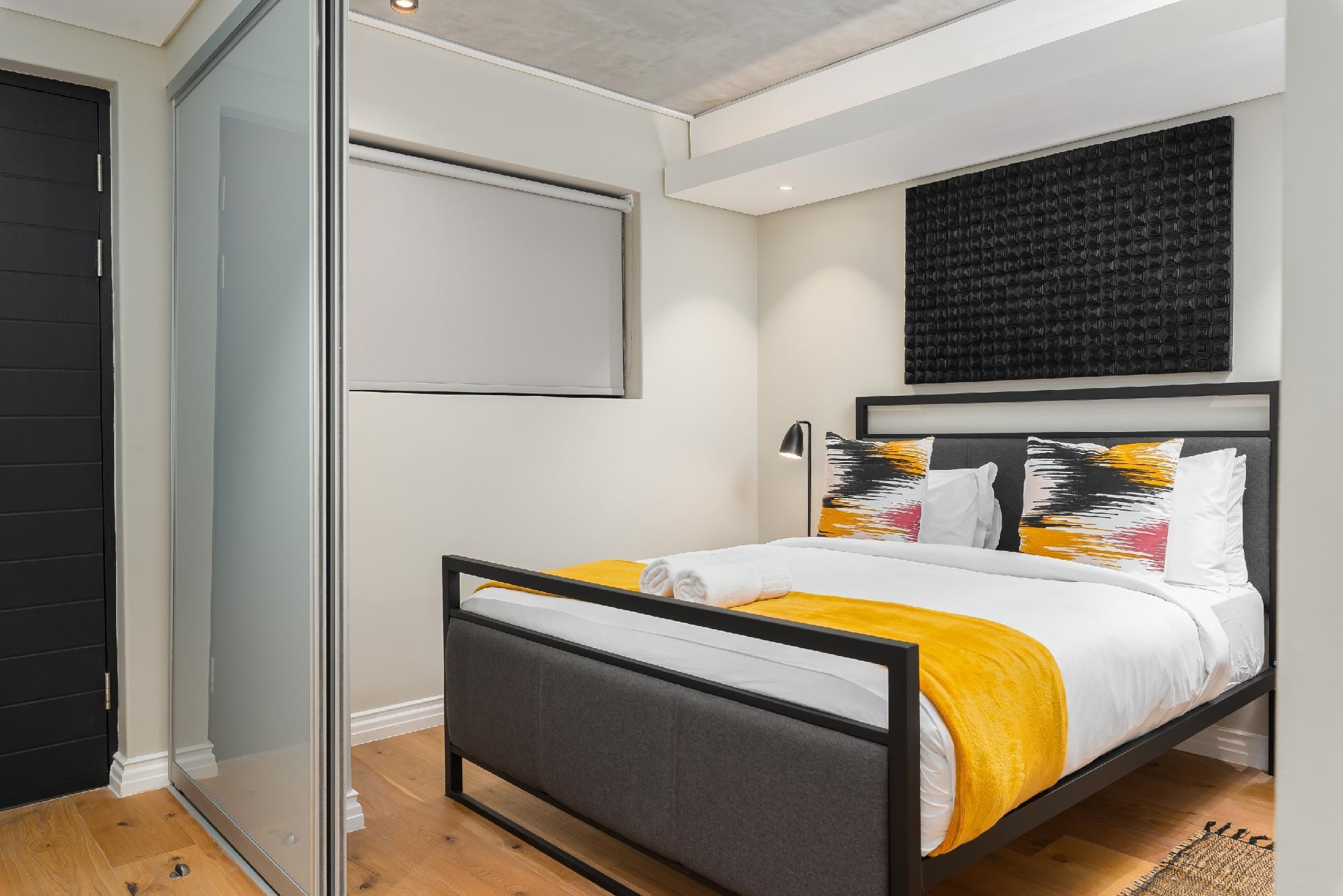 Modern De Waterkant Apartment With Mountain Views