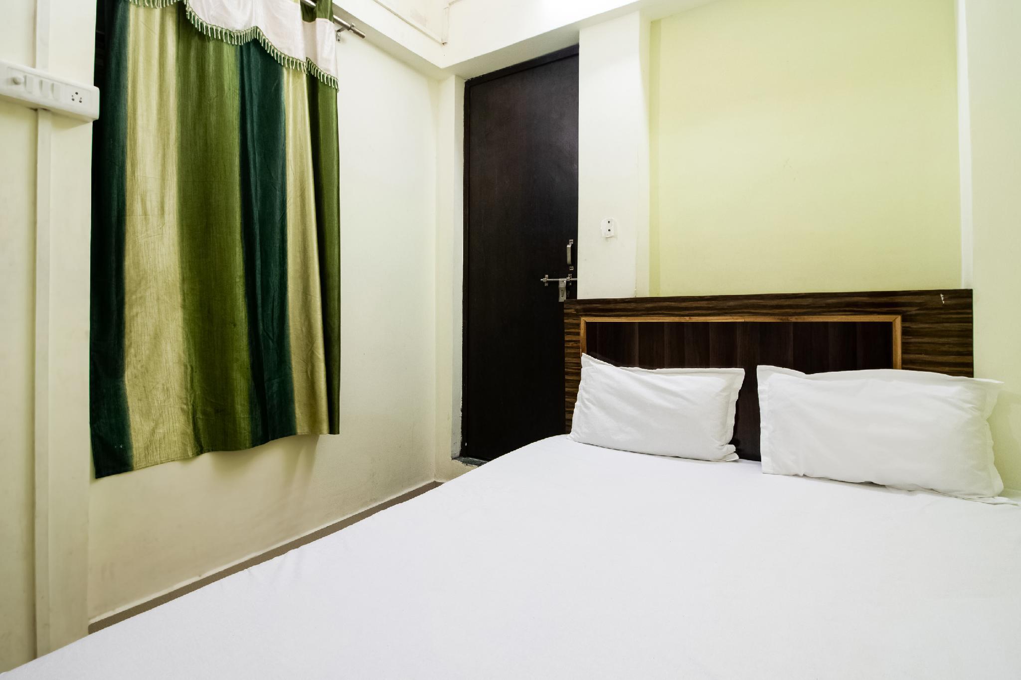 SPOT ON 47891 Royal Kashi Lodge