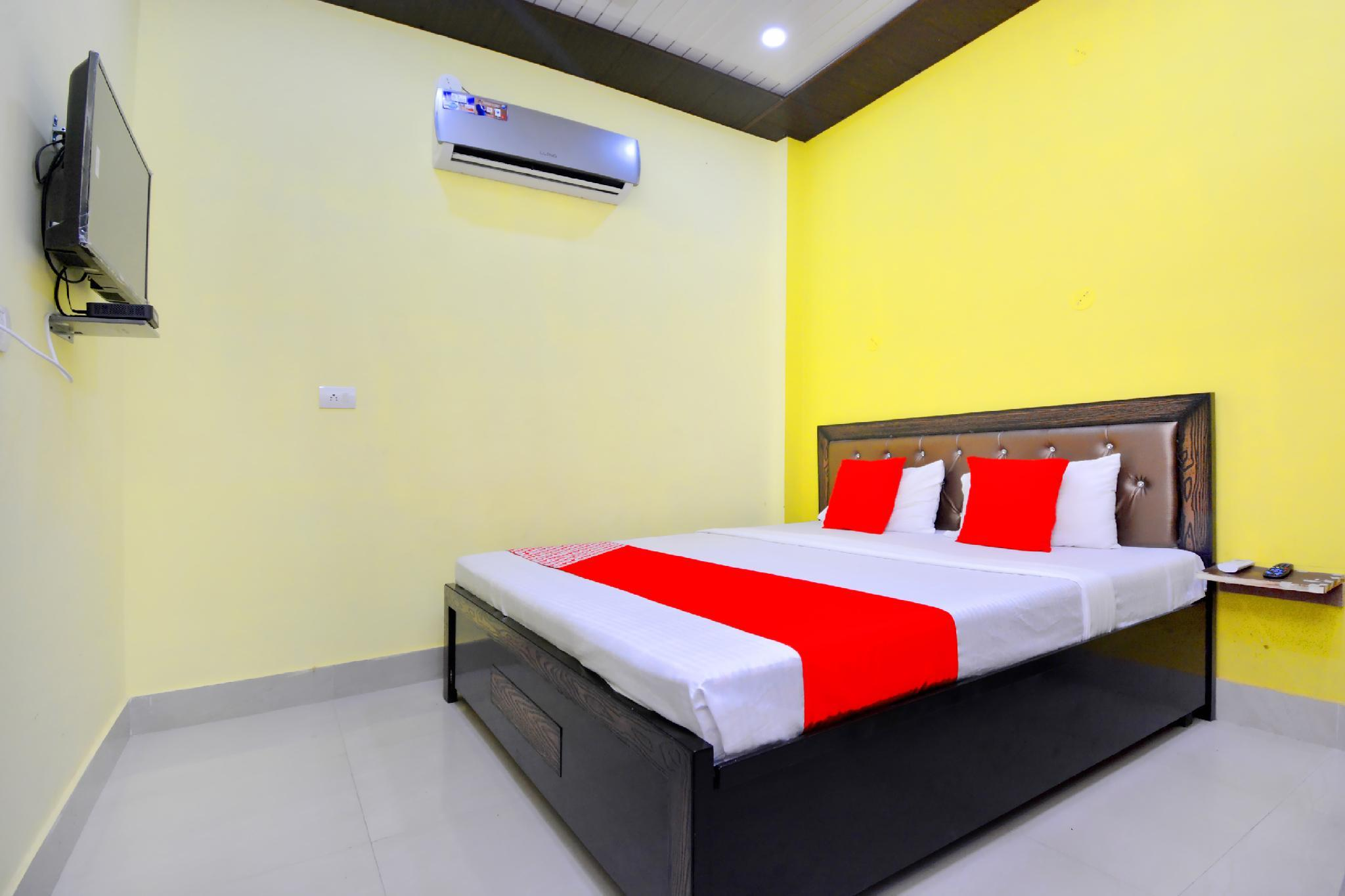OYO 42911 Blue Sky Guest House