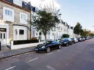 Veeve  Sleek 5 Bed Home St Maur Road Parsons Green