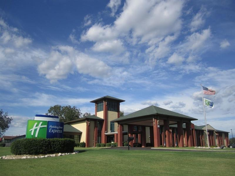 Holiday Inn Express West Point Hotel