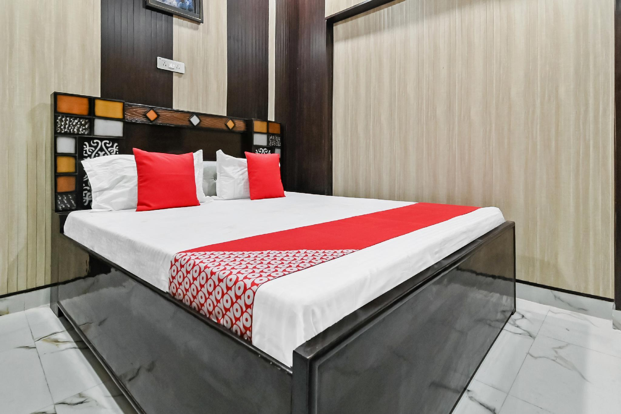 OYO 63111 Hotel Sawria