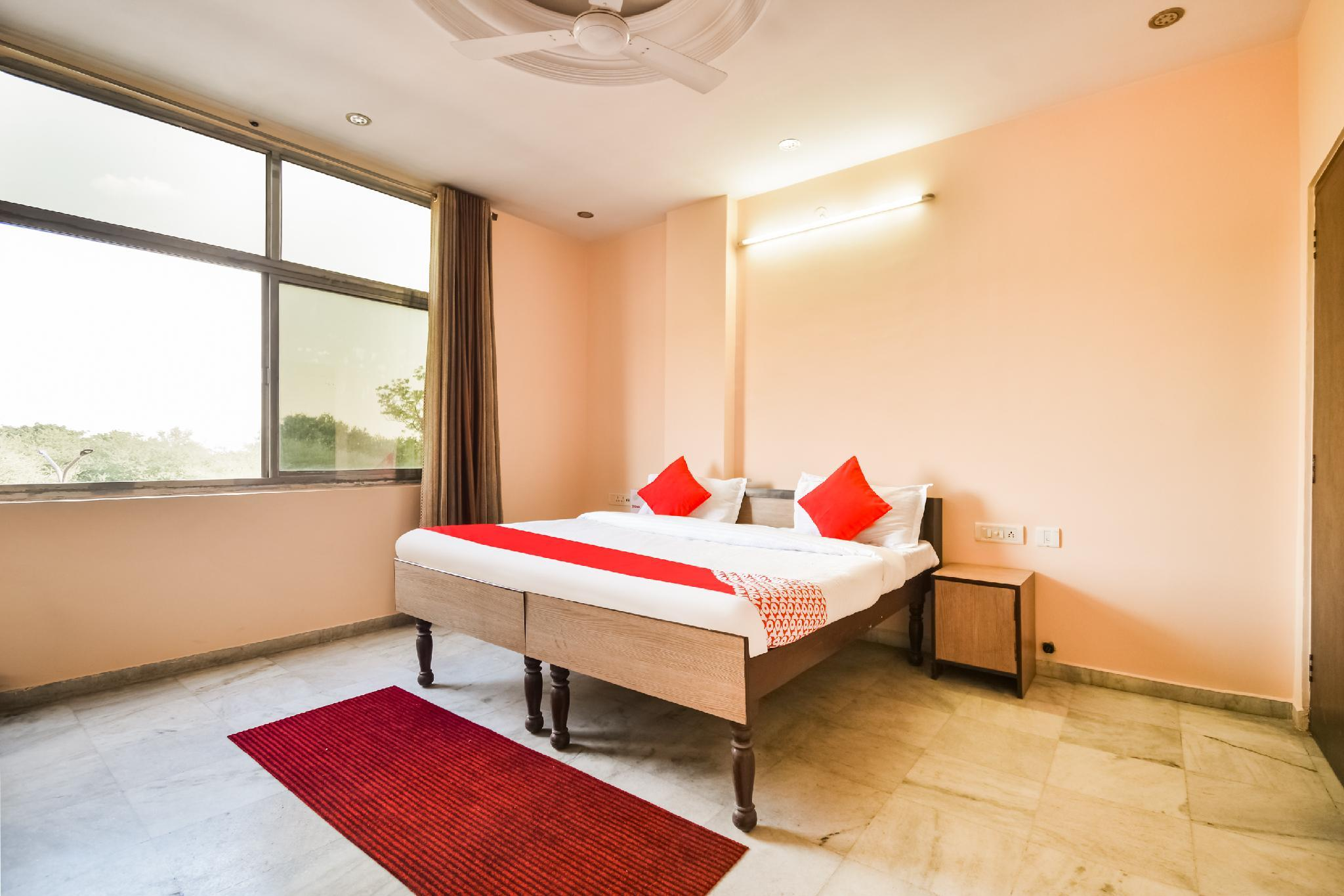 OYO 62492 Hotel Royal Residency
