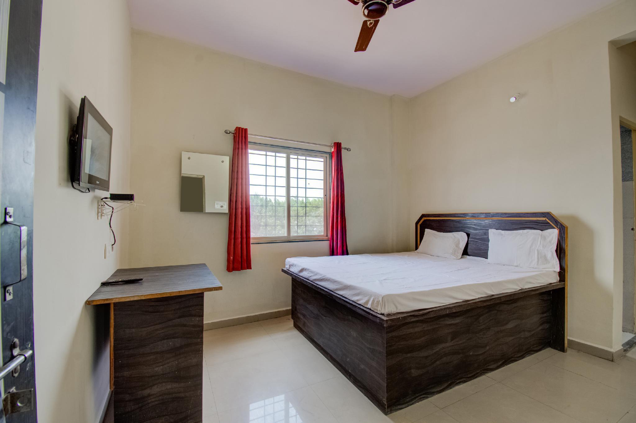 SPOT ON 62309 Rajhamsa Guest House