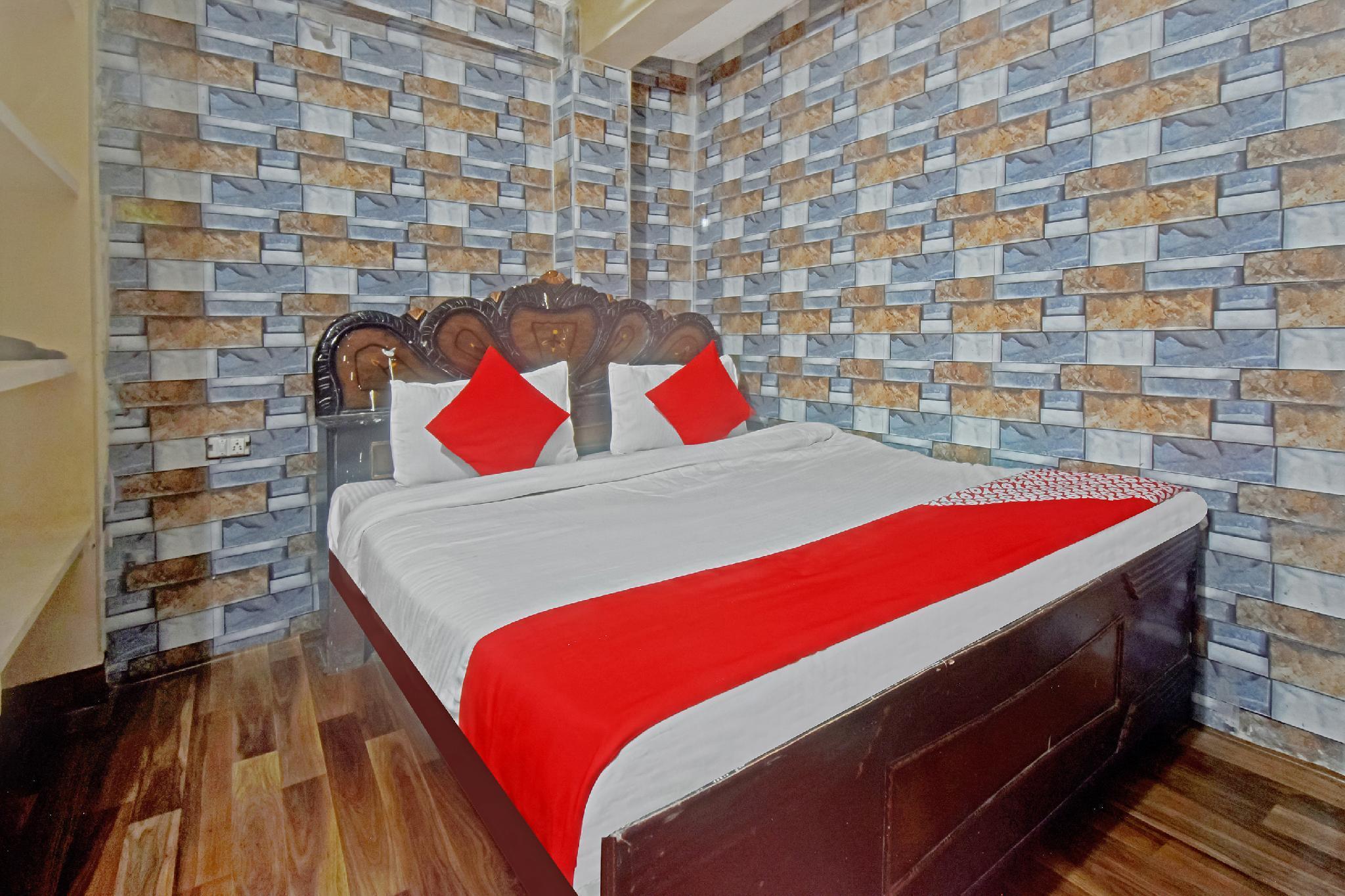 SPOT ON 49571 Hotel Rock On