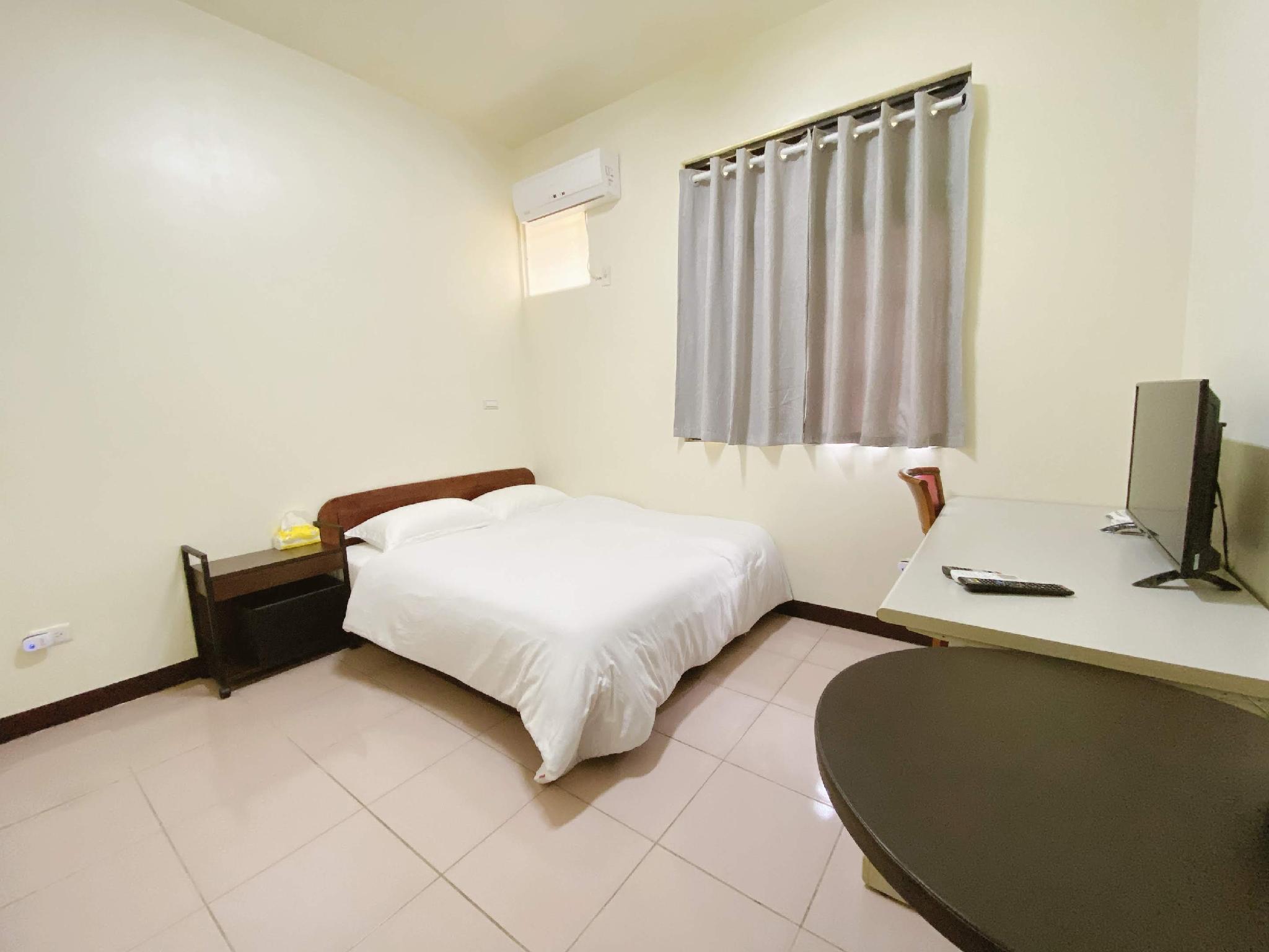 601  Standard Suite Near Zhongyuan Night Market