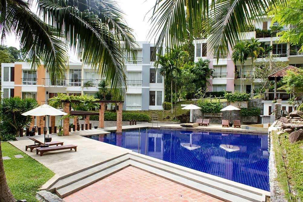 Spacious 3 Bedroom Apartment with Pool View