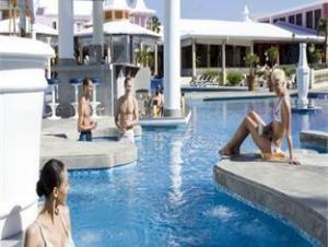 關於熱帶海灣里烏宮殿飯店 (Riu Palace Tropical Bay Hotel)