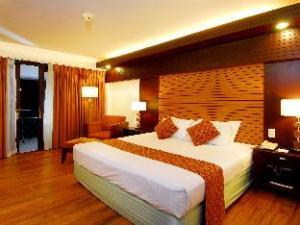 Waterfront Airport Hotel and Casino Mactan