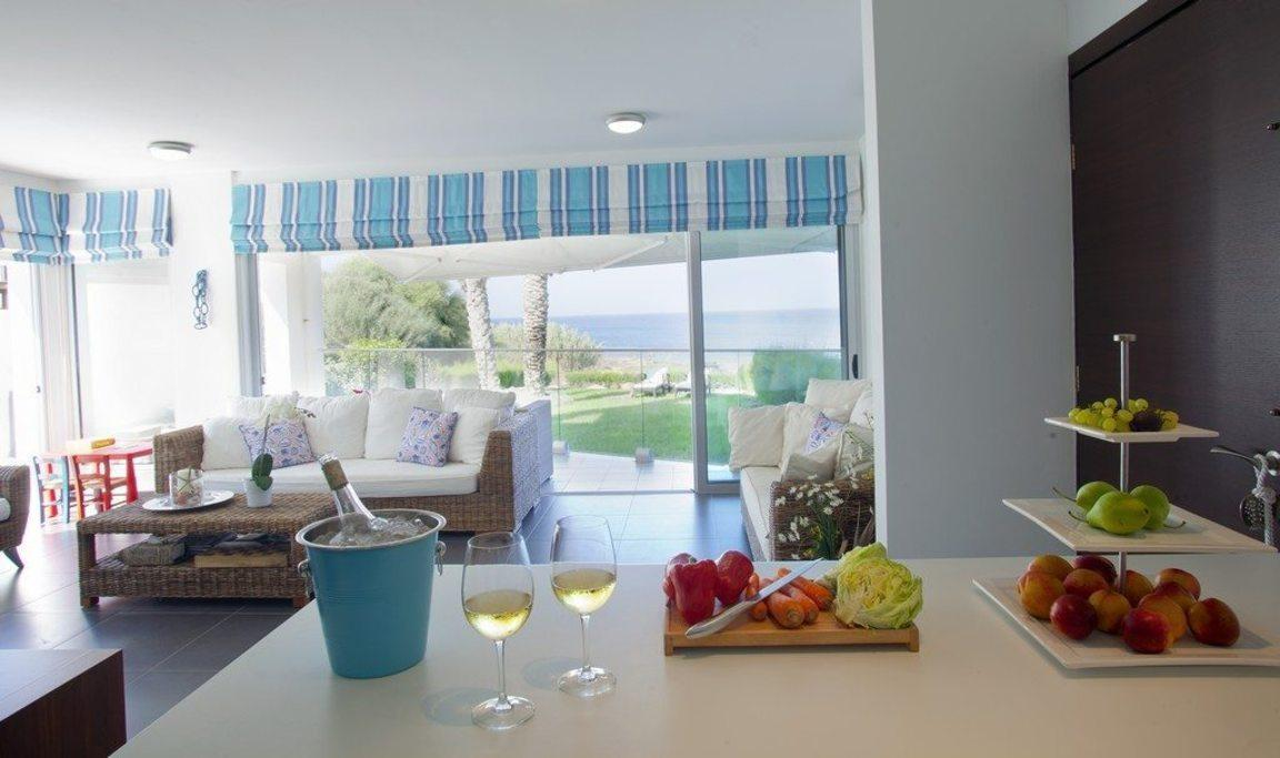 �Beautiful Trident Beach Front Suite�