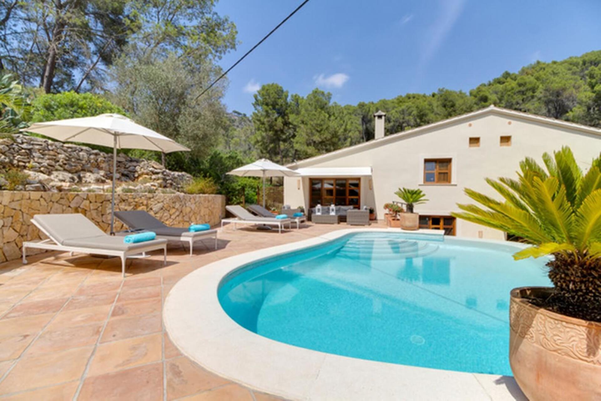 Luxury Mallorca Holiday Villa with Private Pool and Garden, Villa Cami