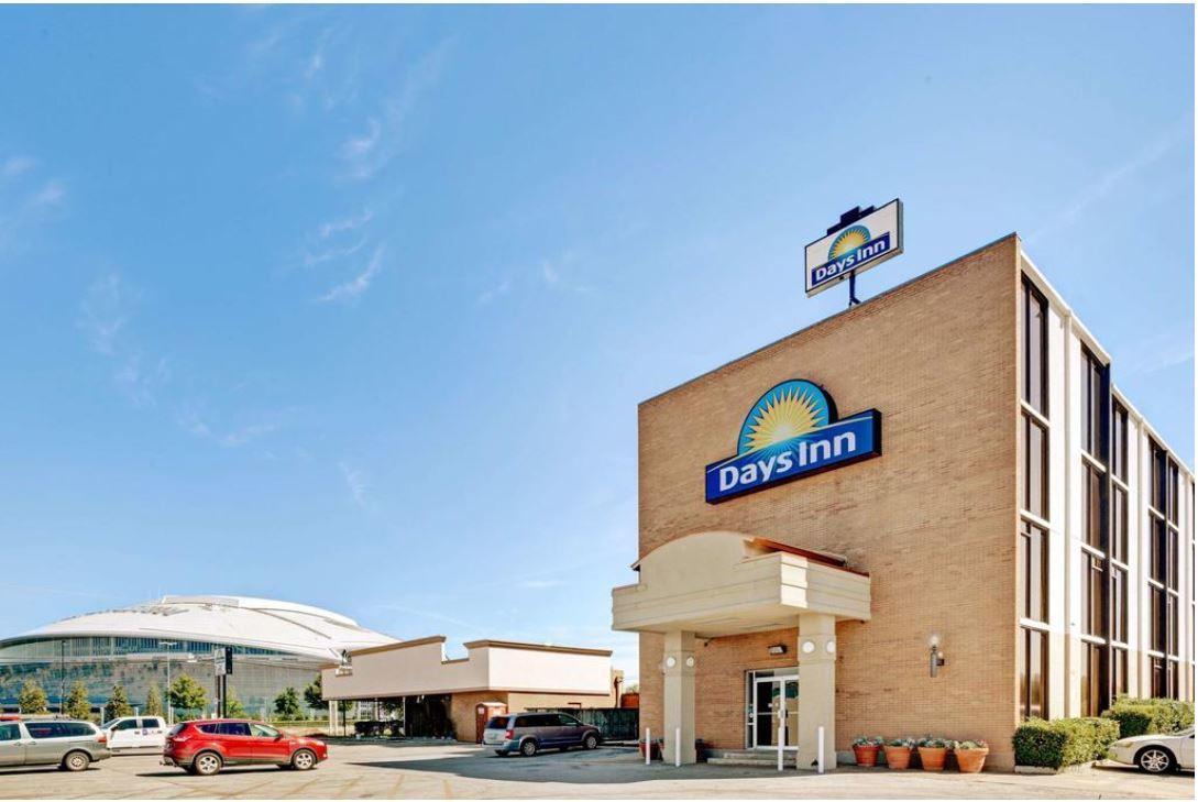 817 Hotel Days Inn by Wyndham ATT Stadium/Texas Live