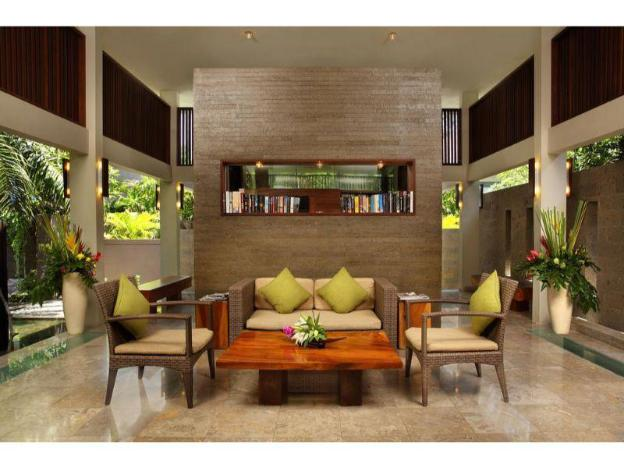 3BR Din Villa Features a Private Pool