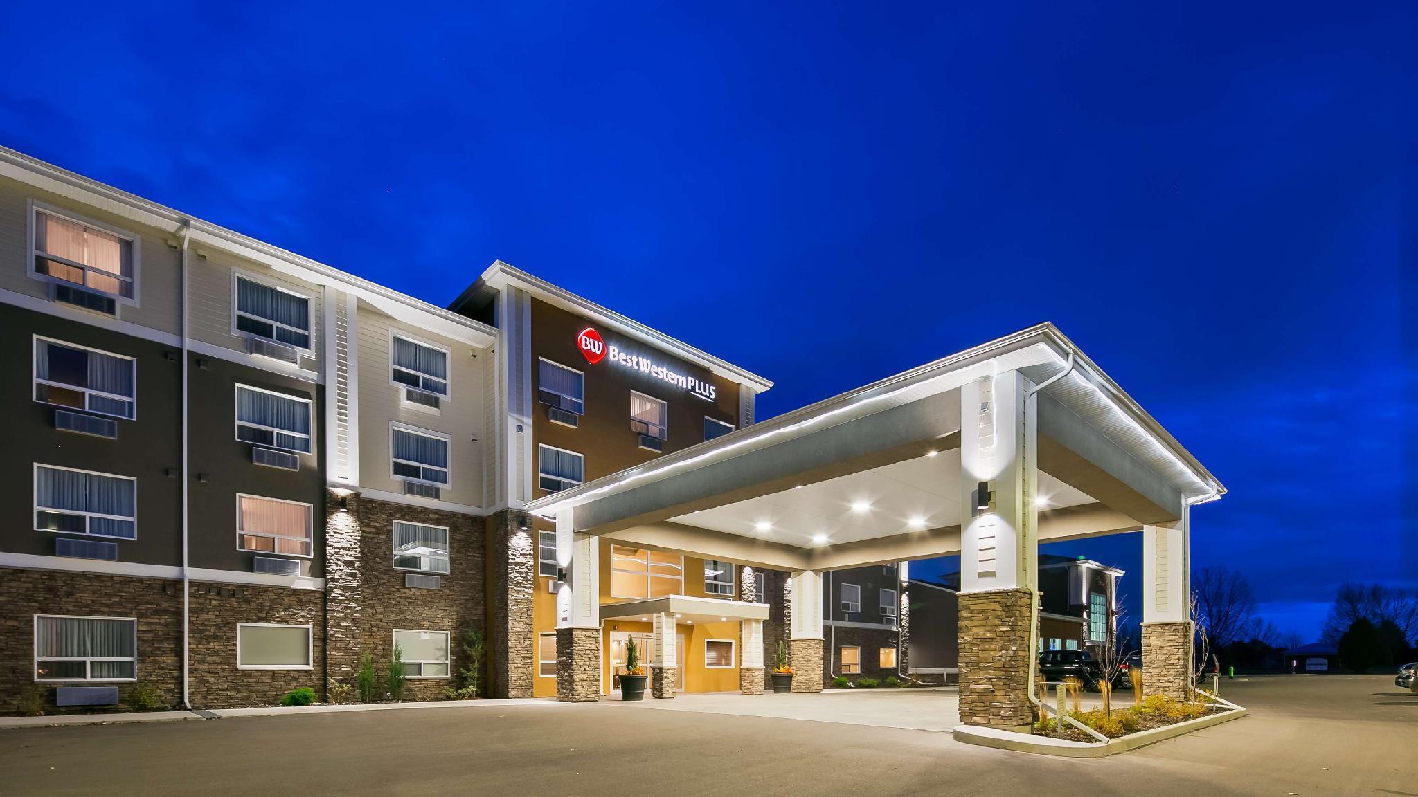Best Western Plus Lacombe Inn Suites