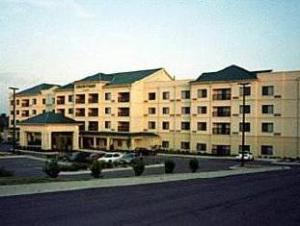 Courtyard By Marriott Blue Springs Hotel