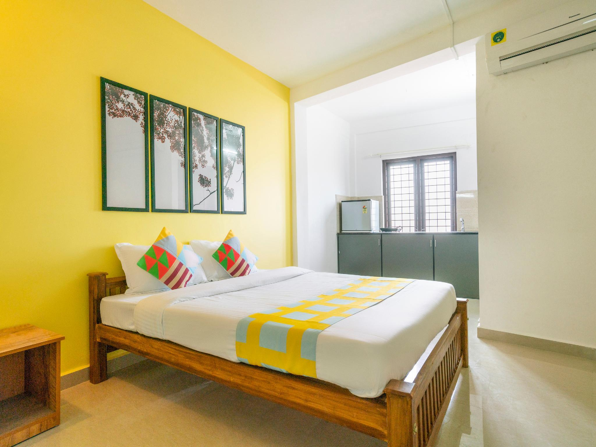OYO 40827 Anchumana Apartments