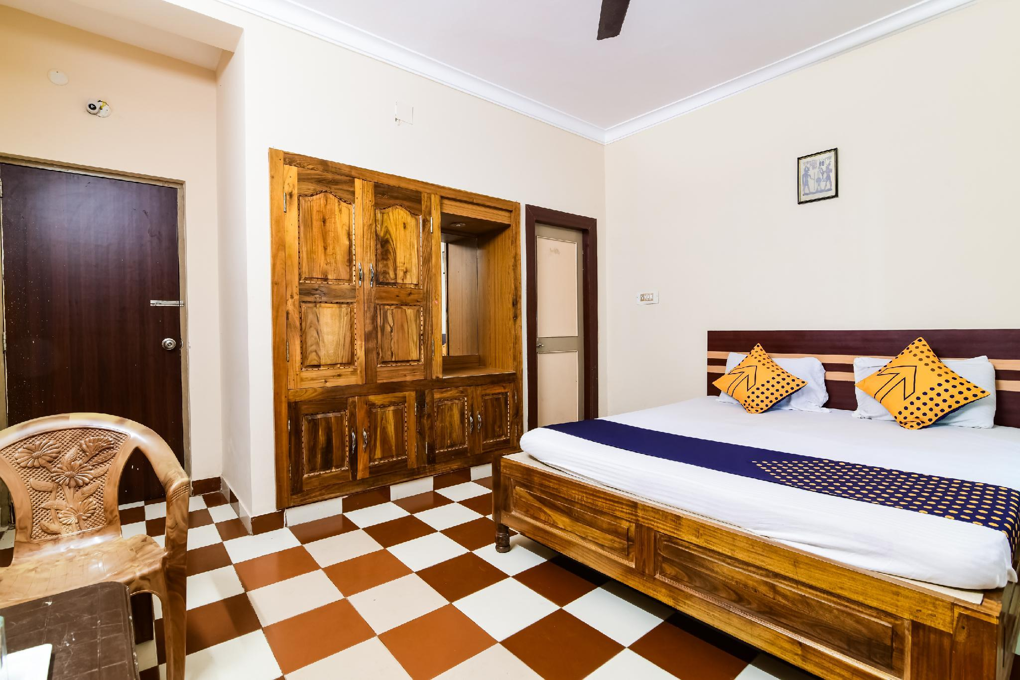 SPOT ON 64377 Hotel Golden Dust