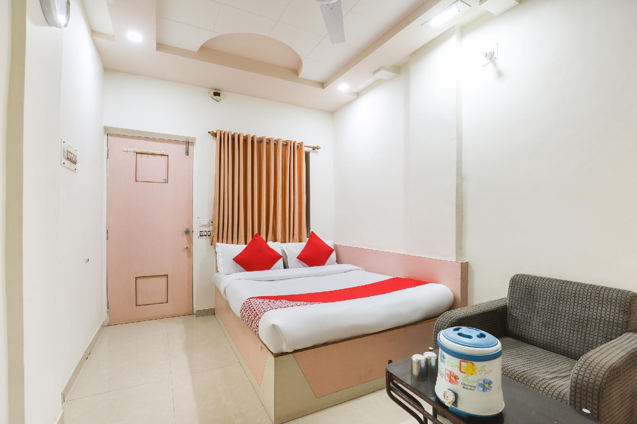 OYO 62449 Hotel Radhe