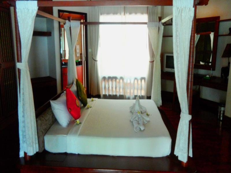 Golden Beach Resort โกลเด้น บีช รีสอร์ท