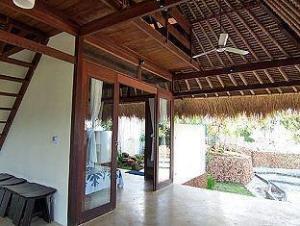 블루 라군 빌리지 리조트  (Bloo Lagoon Village Resort)