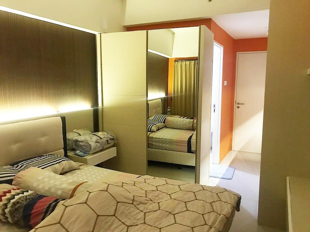 Comfy Orchard Apartment Above Pakuwon  with Wifi