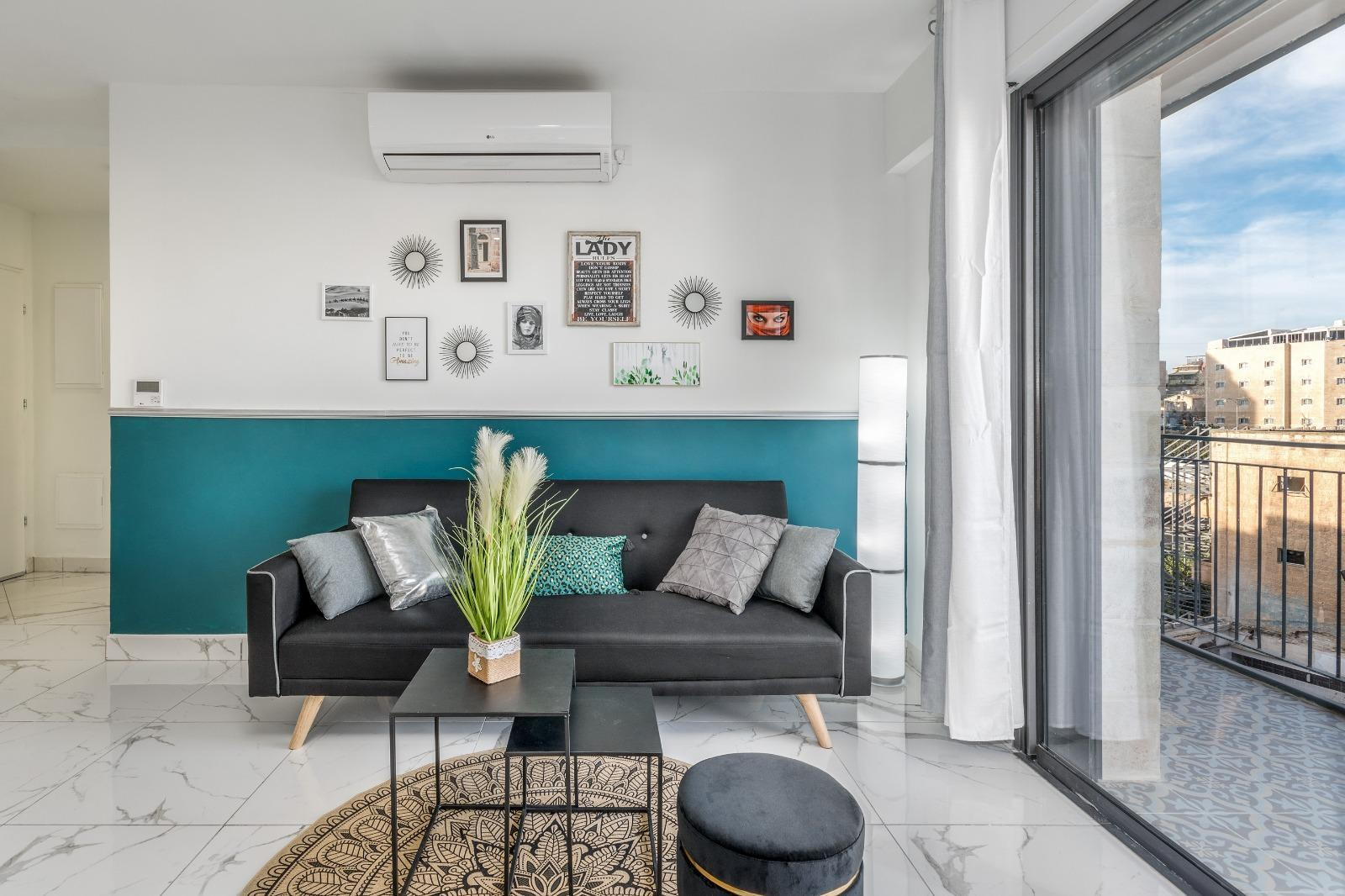 Stunning 2 BDR With Balcony In Even Israel  19