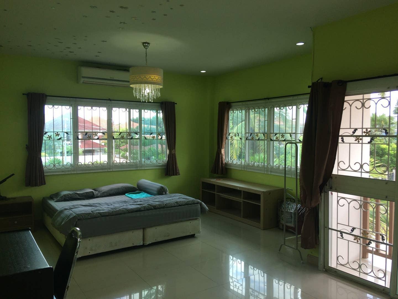 Khun Pom's House