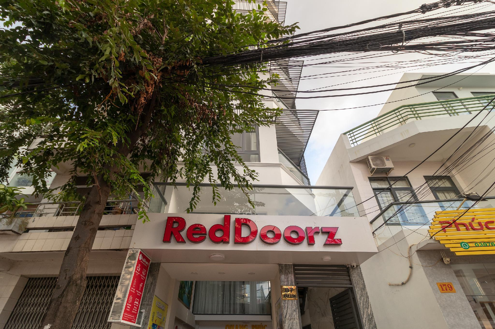 RedDoorz Near Xom Moi Market 2