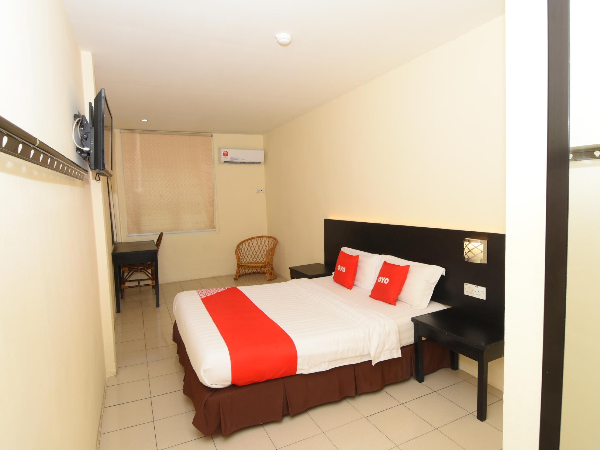 OYO 89627 Hotel Sarina