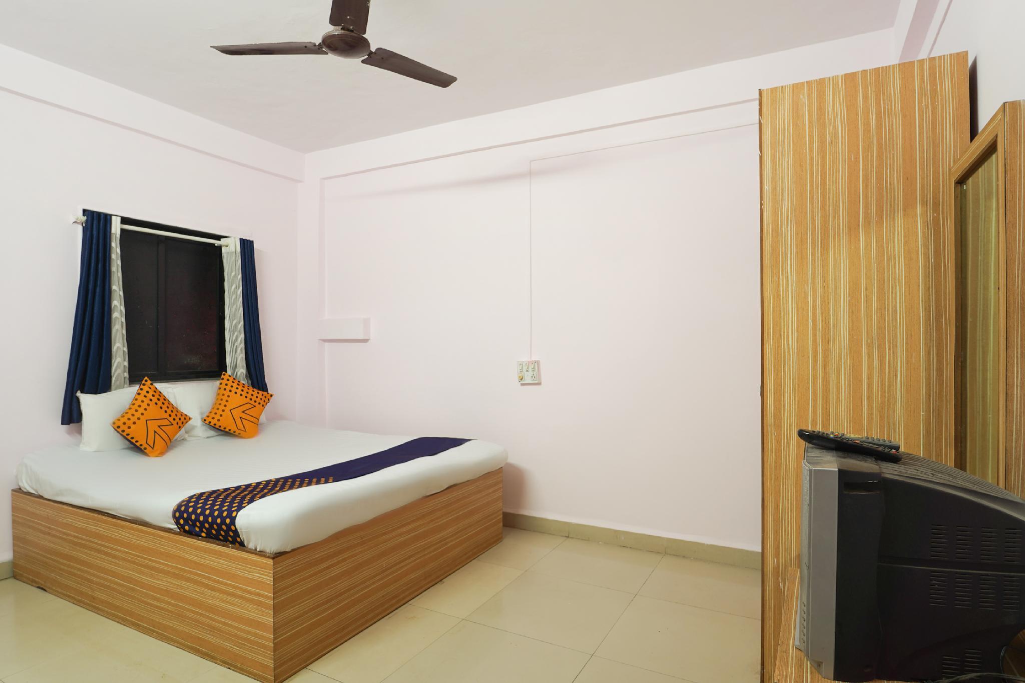 SPOT ON 63989 Hotel Kunal Lodge