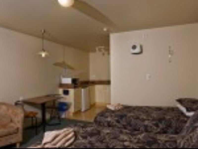 Alpine Pacific Motel