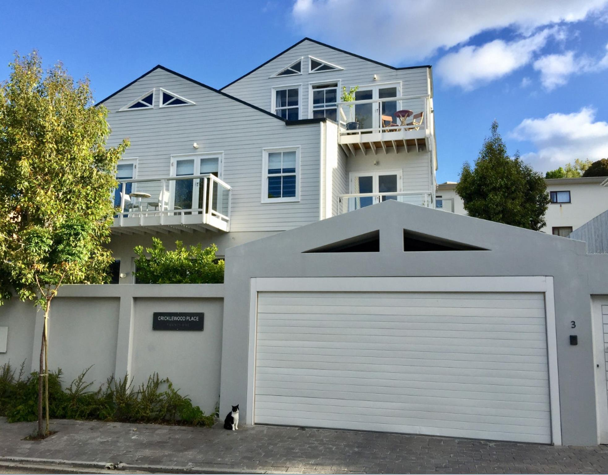 Cricklewood Place � Luxury Holiday Home