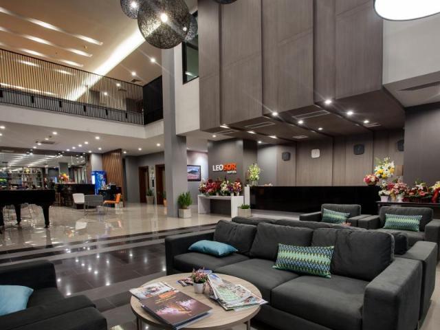 โรงแรมลีโอซอ – Leosor Hotel