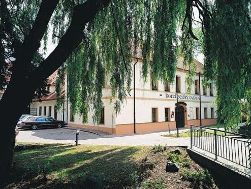 Hotel Selsky Dvur   Bohemian Village Courtyard