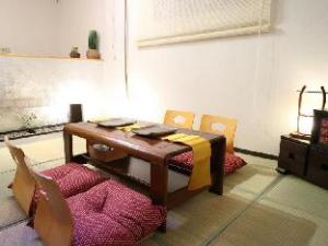 D Sennichimae Building Apartment